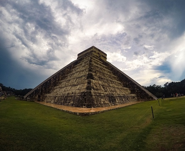 Piramidy- najczęstszy kształt grobowca na świecie